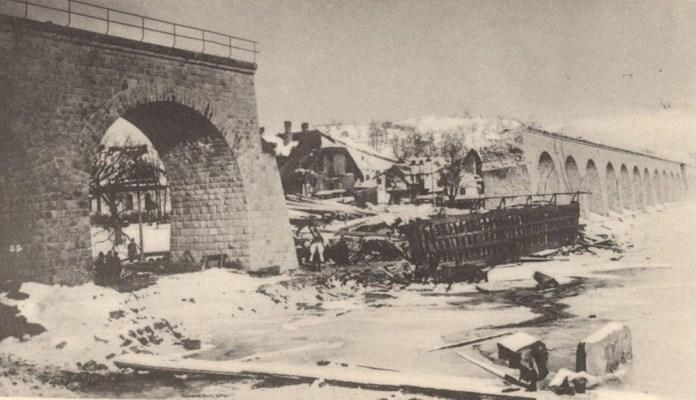 Зруйнований віадук на лінії Самбір – Ужгород біля Турки. 1915 р.
