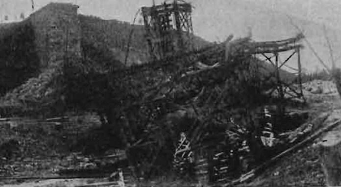 Зруйнований двопролітний міст-віадук на перегоні Золочів – Тернопіль біля Плугова. 1919 р.
