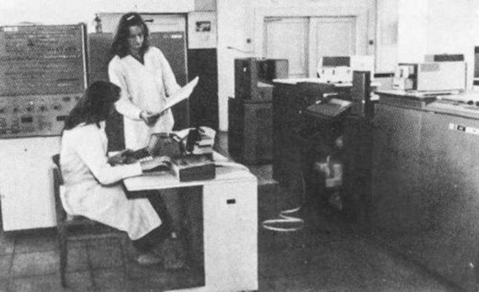 У обчислювальному центрі Львівської залізниці. Фото 1970-х років