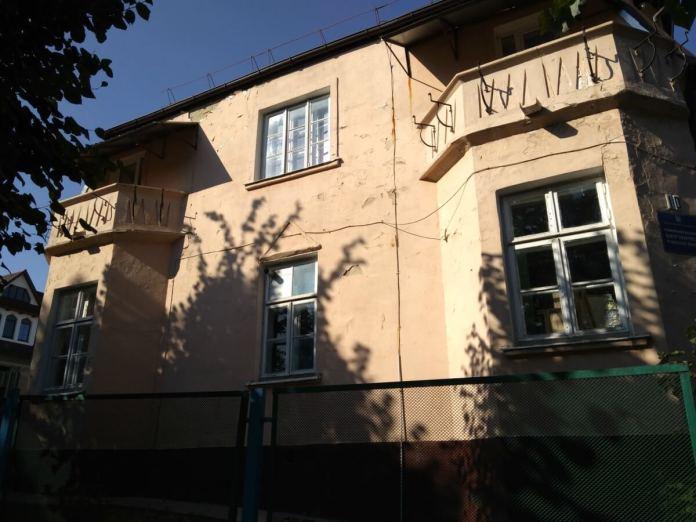 Будинок садиби Пісюка , вид з вул. Петра Могили