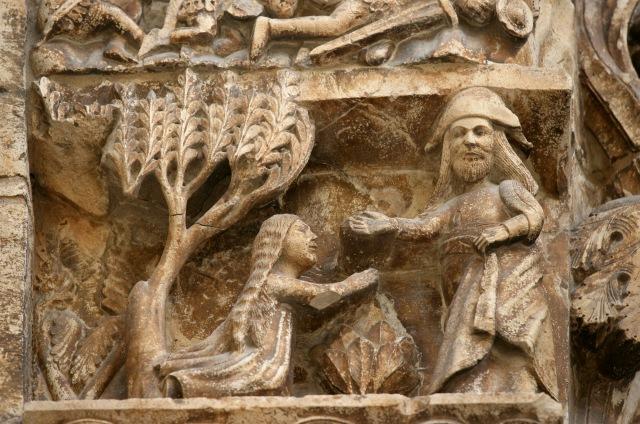 Горельєф на готичному порталі (XIV-XV ст.) катедрального собору в Альтамурі (Італія). Джерело: gohistoric.com