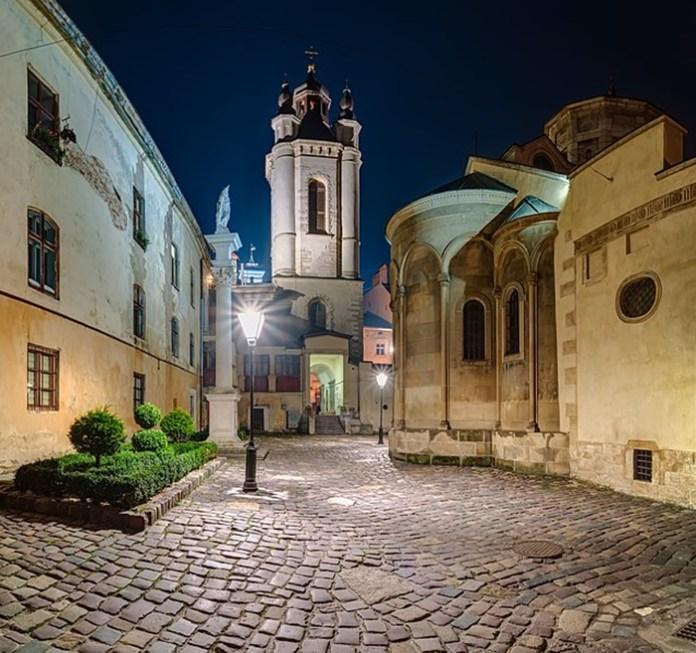 Комплекс Вірменського собору (фото Максима Присяжнюка)