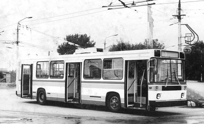Дослідний тролейбус моделі 5257 на базі кузова автобуса ЛіАЗ-5256. Виготовлений у 1982 році силами експериментального цеху ВКЕІ «Автобуспром». Фото із колекції Павла Богодистого