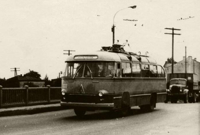 Випробовування тролейбуса-прототипу ЛАЗ-695Т у 1963 році. У тролейбусному депо Львівського трамвайно-тролейбусного управління цей тролейбус отримав деповський № 101