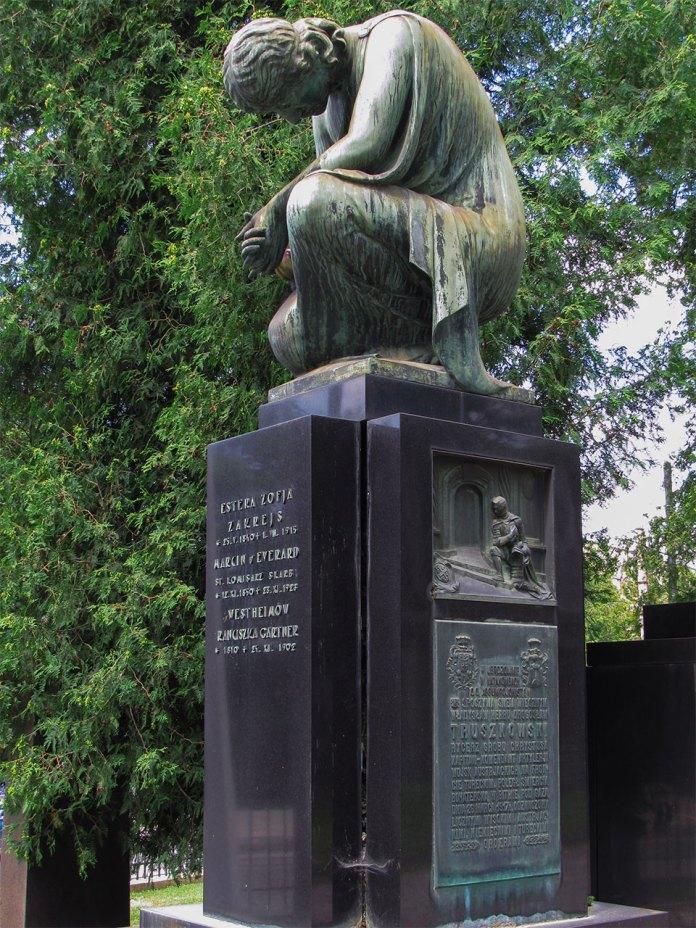 Нагробний пам'ятник родини Закрейсів-Трушковських. Джерело: Вікіпедія