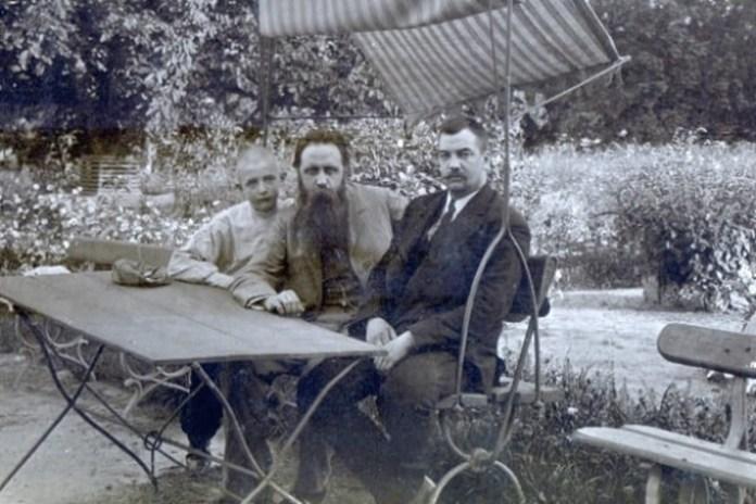 Барон Штейнгель (посередині), ліворуч від нього син Борис і лікар Ріхтер (праворуч). Фото з архіву І. В. Куліш-Лукашевич
