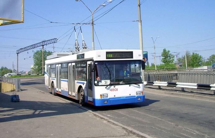 Український низькопідлоговий тролейбус ПМЗ Е186, збудований на базі кузова автобуса «Тур» А181. 2006 р.
