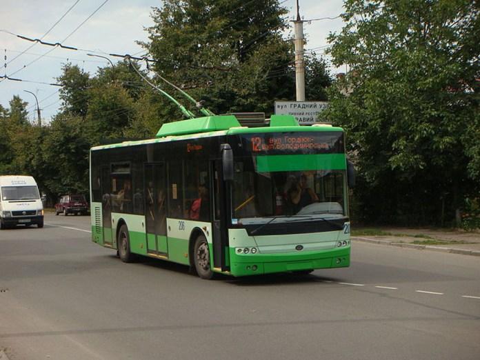 Експериментальний 10-метровий тролейбус «Богдан Т501.10» у Луцьку. Виготовлено два такі тролейбуси – обидва для Луцька