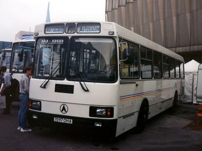 Автобус ЛАЗ-52523 під час Автосалону 1996 року. Фото М. Шелепенкова