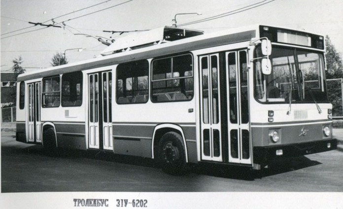 Тролейбус-прототип ЗіУ-6202 під час випробовувань у Львові. 1985 р.