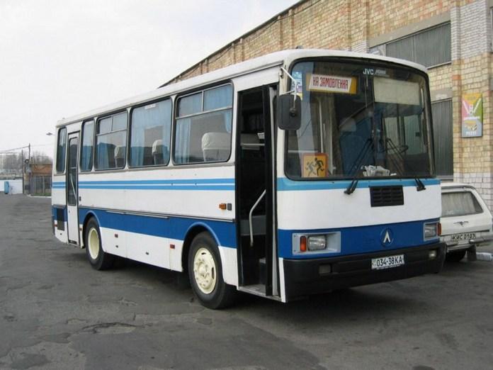 Приміський автобус ЛАЗ А141 у Києві. Модель виготовлялася із 1998 року. Фото 2004 року