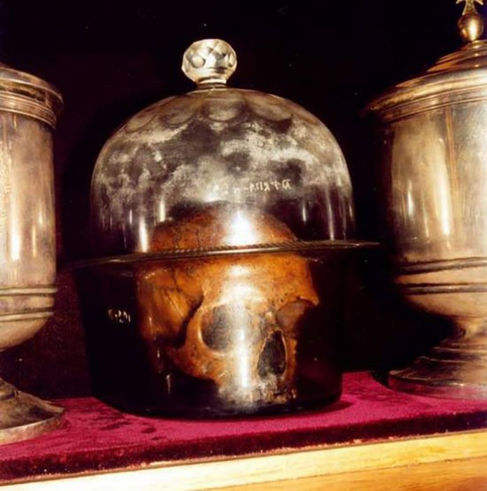 Іл. 9. Мироточива голова св. Климента Папи Римського в Дальніх печерах Києво-Печерської лаври