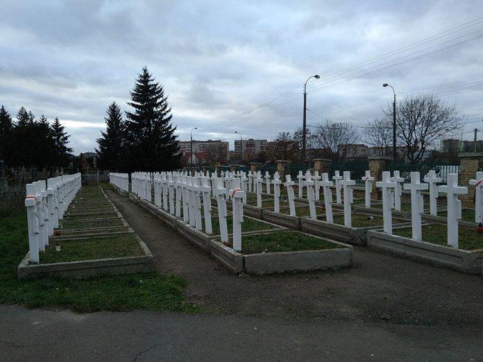 Поховання польських вояків на Дубенському цвинтарі