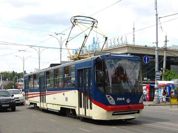 Трамвай К1 компанії «Татра-Юг» у заводському фарбуванні в Одесі