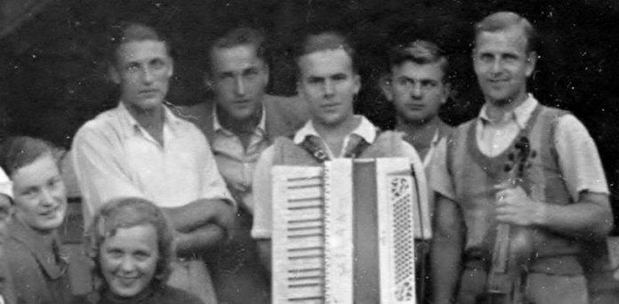 Ірена Яросевич серед учасників «Ябцьо-Джазу» (перша ліворуч)