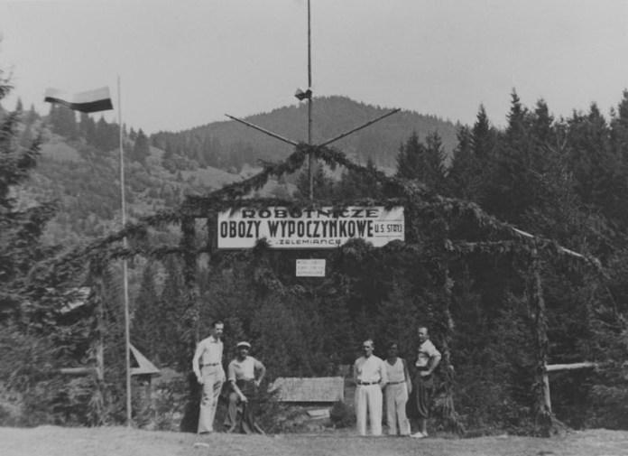 Вхідна арка робітничого відпочинкового табору