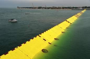 Модуль захисту Венеції від затоплення MOSE. Фото univision.com VINCENZO PINTO/AFP/Getty Images