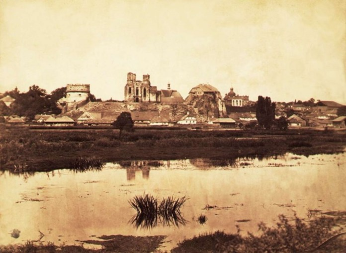 Фото кінця ХІХ століття, видно руїни собору