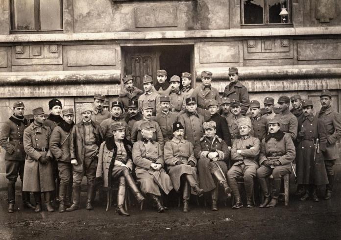 Представники Генерального штабу УГА прибули до Ходорова, де в лютому 1919 року відбувалися переговори Фото: wikimedia Фото: wikimedia