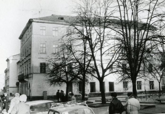 Спортивний майданчик. Світлина 1960-х років. Джерело: lvivcenter.org