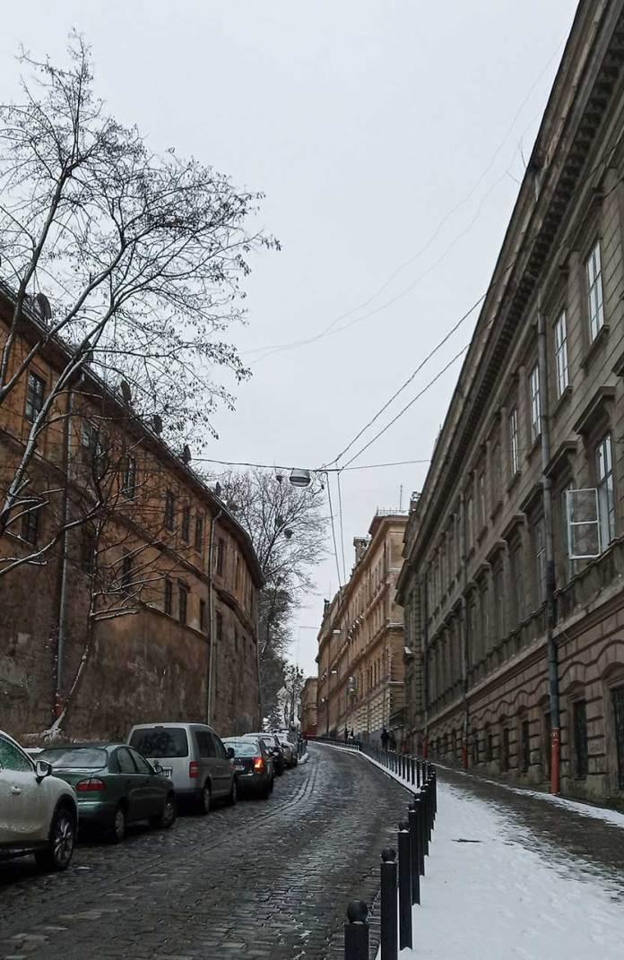 Вигляд на вулицю «Просвіти» зі сторони вулиці В.Винниченка. Фото Мар'яни Іванишин.