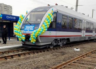 Рейковий автобус Pesa 620M на станції Сихів