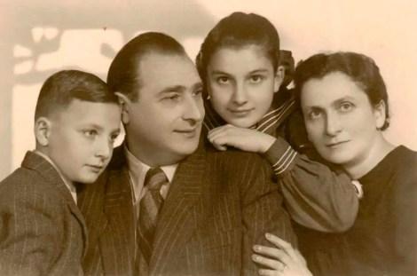 Кристина Хіґер з родиною у 1947 році. Джерело:Piecework
