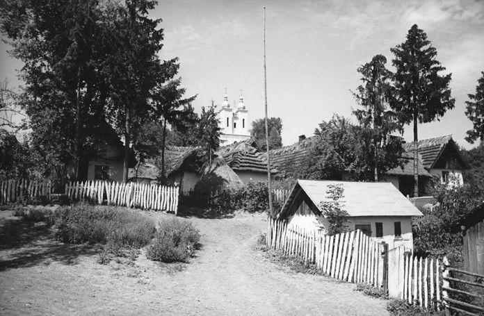 Церква Собору Пресвятої Богородиці (УГКЦ) в селі Підкамінь, фото 1936-1938 років. Джерело: колекція Роберта Еріка.