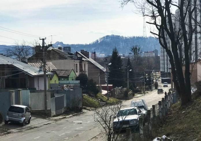 Вид на Замкову горуз початку вулиці Інструментальної. Автор Zommersteinhof