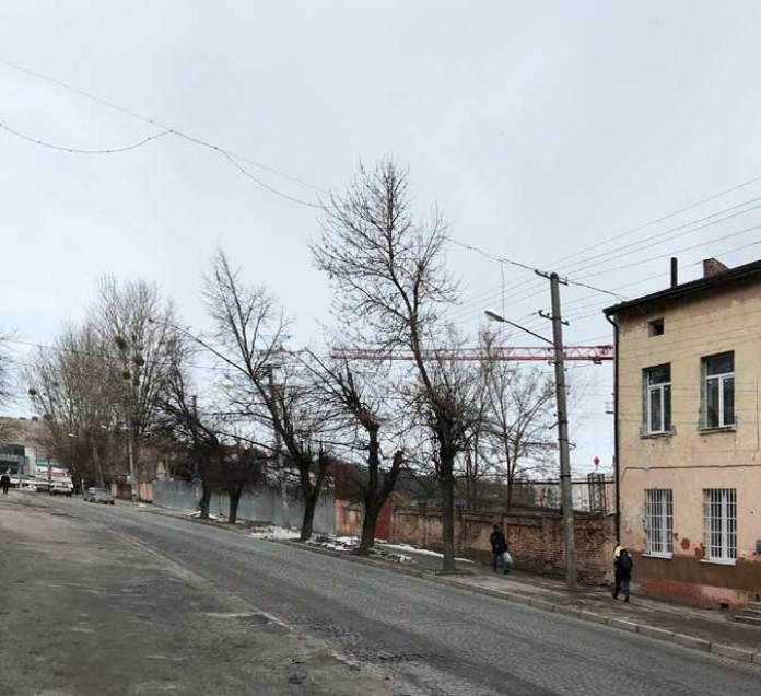 Заводські будинки знесено, за огорожею - територія будівництва житлового кварталу, 2021 р. Автор Zommersteinhof