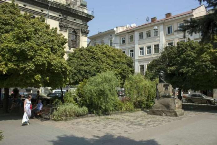 Площа Івана Підкови – тут до кінця XVIII століття стояв костел і шпиталь Св. Духа. Фото 2015 р.