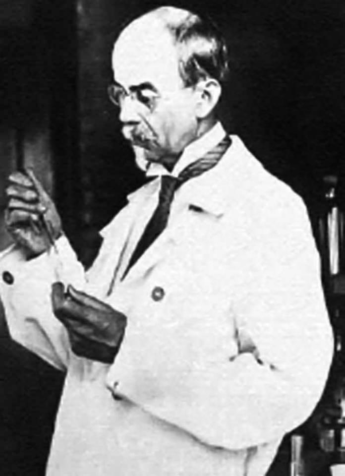 Американський вчений Джон Джекоб Абель (1857 – 1938 рр.) – перший провів досліди із гемодіалізом на собаках
