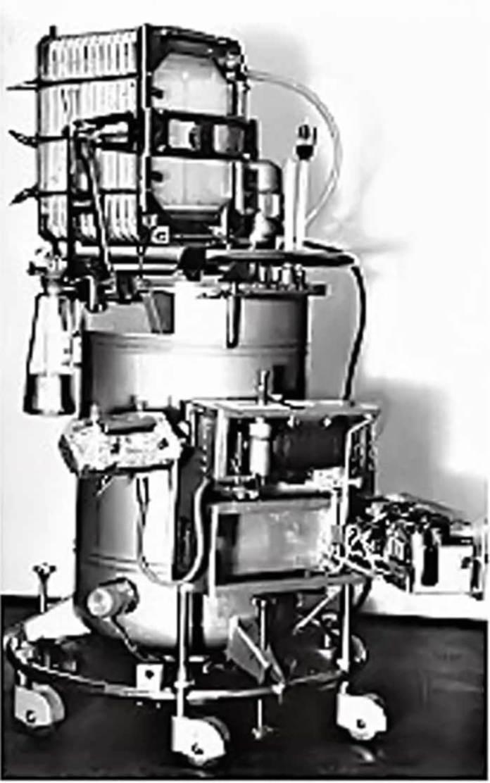 Перший радянський апарат «штучна нирка», виготовлений у кінці 1950-х років