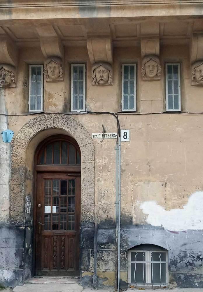 Портал будинку №8 по вулиці Гартмана Вітвера. Фото Мар'яни Іванишин.