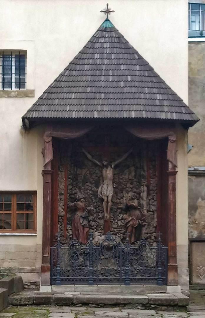 Каплиця Голгофта на подвір'ї Вірменського собору. Фото Мар'яни Іванишин.