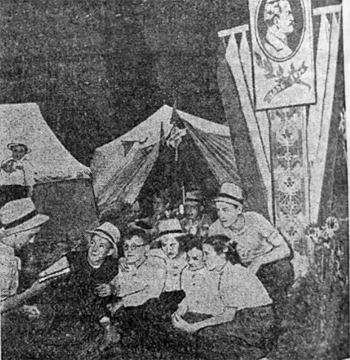 1 вересня 1956 р. учнівсько-студентський табір біля дуба Івана Франка. Фото І. Картузова[21]