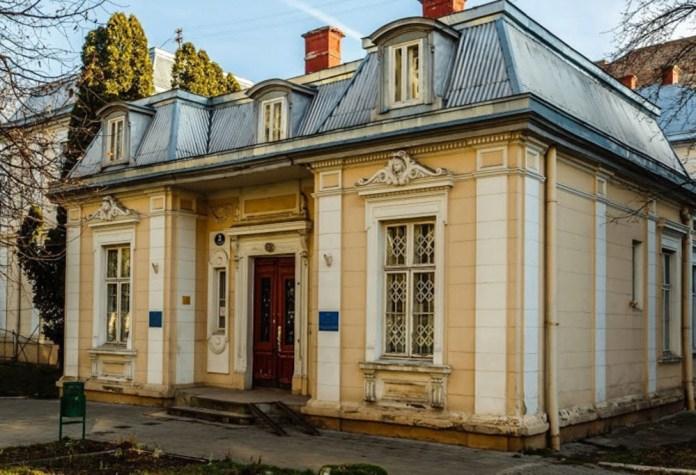 Вхід в отоларингологічне відділення ЛОКЛ (вул. Чернігівська, 3), сучасне фото