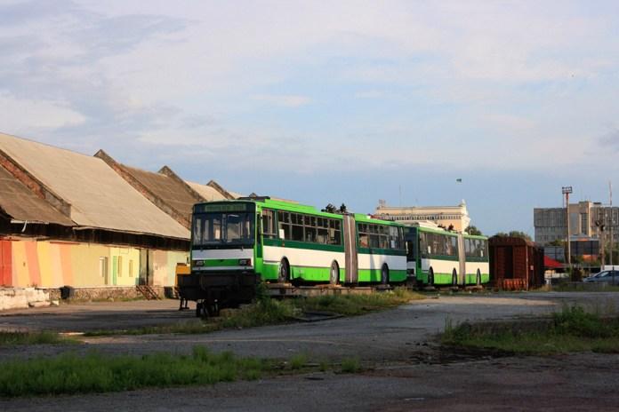 Перші тролейбуси «Skoda 15Tr» прибули залізницею до Тернополя. 2012 р. Автор фото А. Почепцов