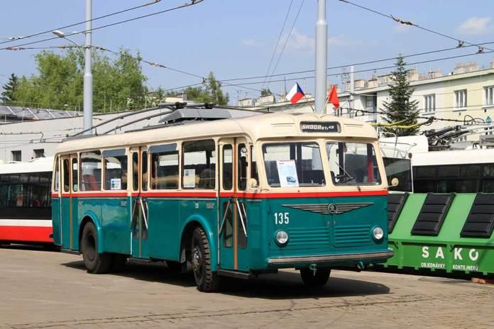 Тролейбус «Škoda 6Tr2», який зберігається у технічному музеї міста Брно. До 1971 року працював на лінії у місті Пльзені. Фото 2019 року