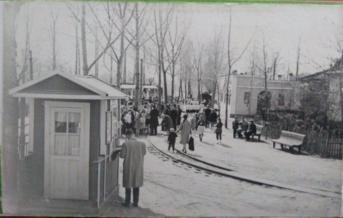 На залізниці завжди людно, 1954 рік