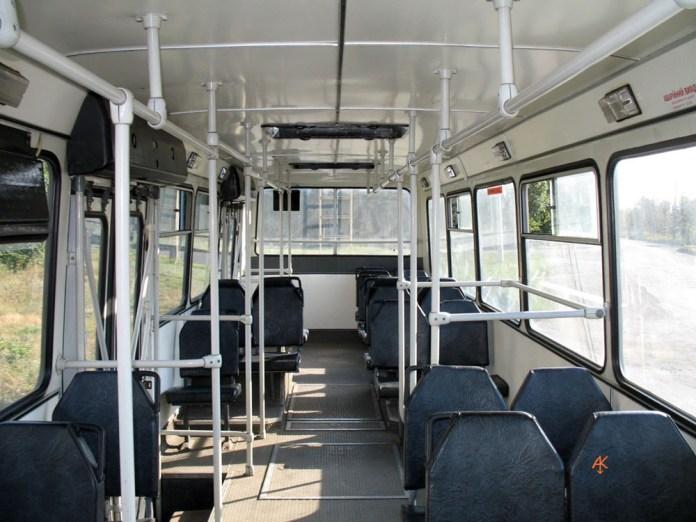 Салон тролейбуса ЛАЗ-52522. Вигляд назад.