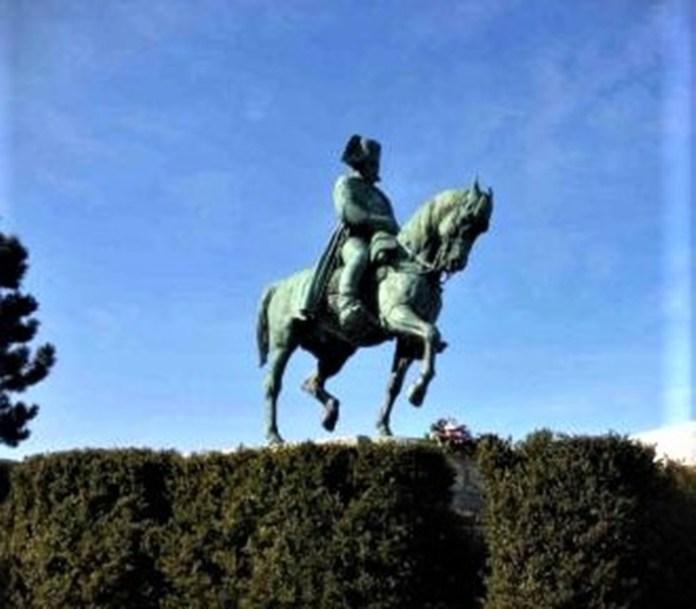 Кінна статуя Наполеона Бонапарта. м. Лаффрі (Laffrey). Франція