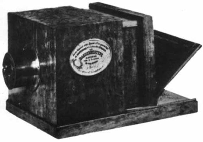 Оригінальна камера Дагера, зроблена Альфонсом Жиру