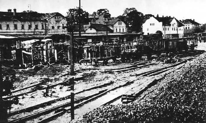 Наслідки німецького бомбардування станції Хирів у вересні 1939 року