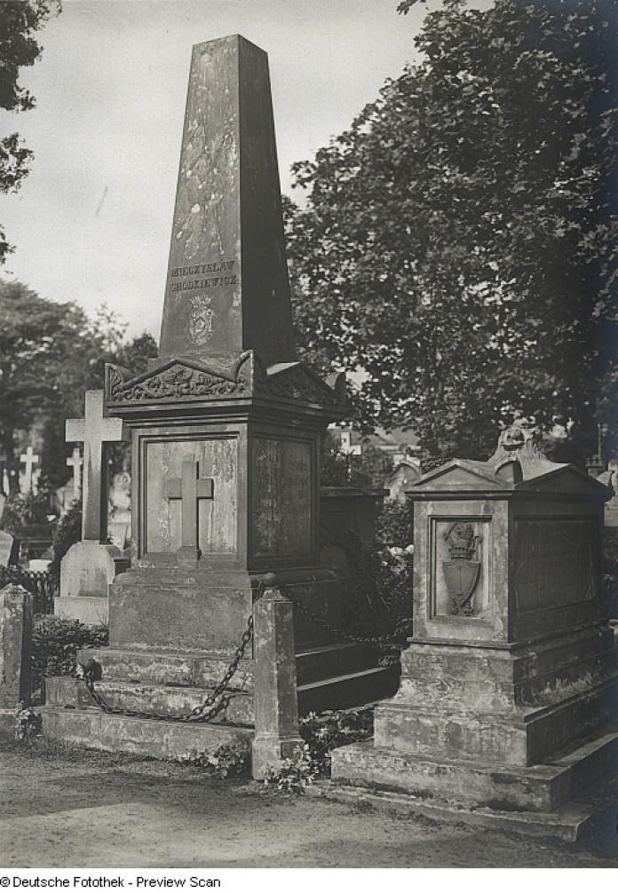 Католицьке кладовище в Дрездені, могила Мечислава Ходкевича. 1920-і роки