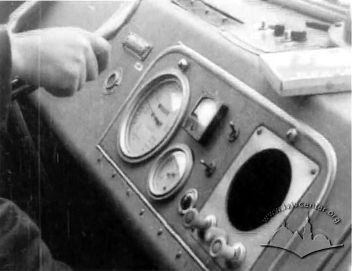 Пульт приладів в кабіні тролейбуса ЛАЗ-695Т. 1964 р. Стоп-кадр із кінохроніки