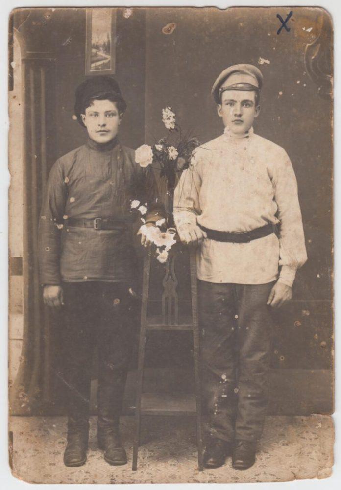 Мельничук Ярема (справа) Семенович, в Криму. Перша світова війна