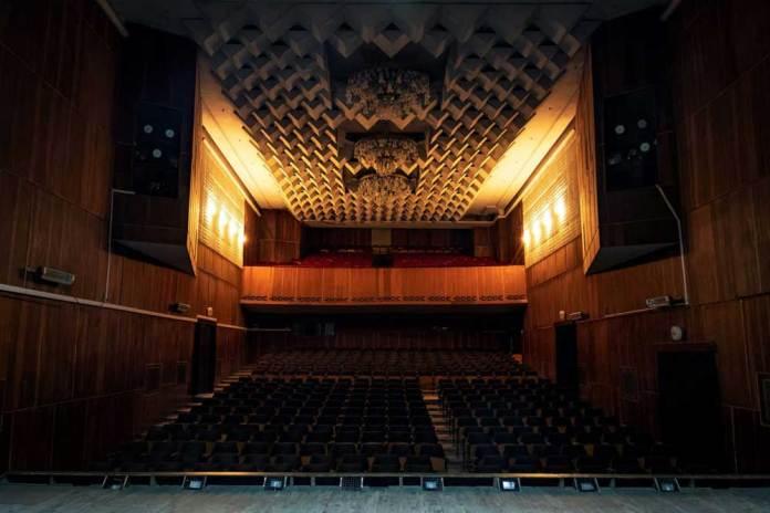 Глядацька зала Палацу культури імені Гната Хоткевича. Вигляд зі сцени. Сучасне фото
