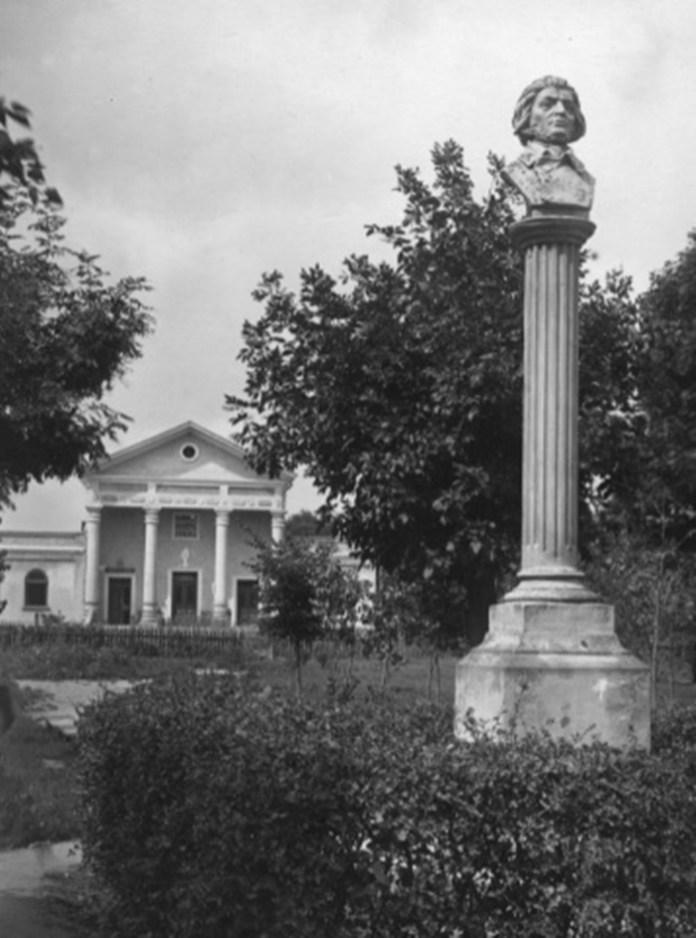 Пам'ятник Адаму Міцкевичу та будинок «Сокола» в Белзі, 1920-30-ті рр.