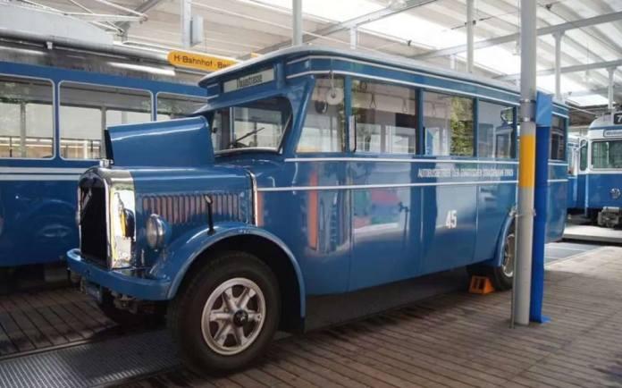 Автобус «Saurer» у музеї громадського транспорту Цюриху. Саме такі автобуси курсували на автобусних маршрутах Львова у 1930-х рр. Сучасне фото